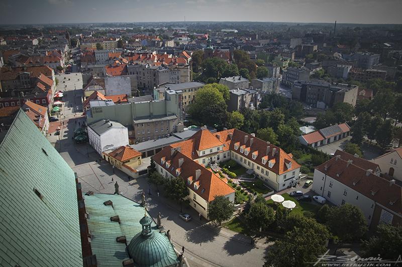 Gniezno, Archikatedra. Panorama miasta z witdokiem na Hotel Adalbertus (poleca się).
